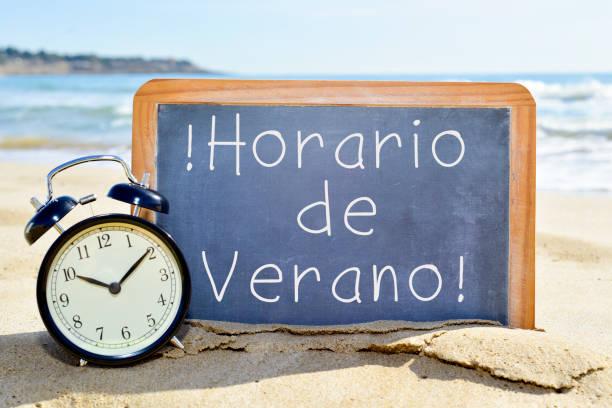 text horario de verano, summer time in spanish - sprüche zeit stock-fotos und bilder
