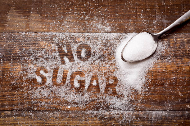 text ohne zucker mit zucker geschrieben - zuckerfreie lebensmittel stock-fotos und bilder