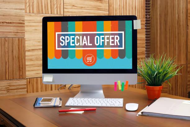 special offer text auf dem bildschirm - besondere geschenke stock-fotos und bilder