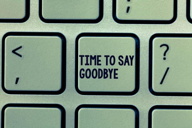 text-schild mit time to say goodbye. konzeptionelle foto bieten abschied so lange sehen sie bis aufs wiedersehn - abschiedswünsche stock-fotos und bilder