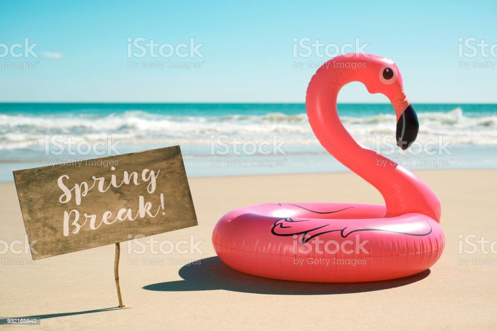 vacances de printemps du texte dans une enseigne sur la plage - Photo