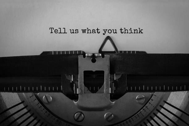 Texte dites-nous ce que vous pensez typé sur machine à écrire rétro - Photo