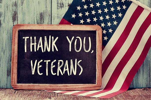 текст спасибо ветеранов в chalkboard сша - veterans day стоковые фото и изображения