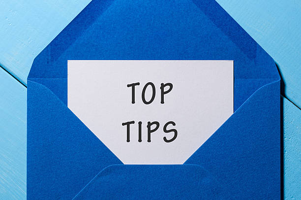 Text TOP TIPS on paper in blue envelope. Business concept - foto stock
