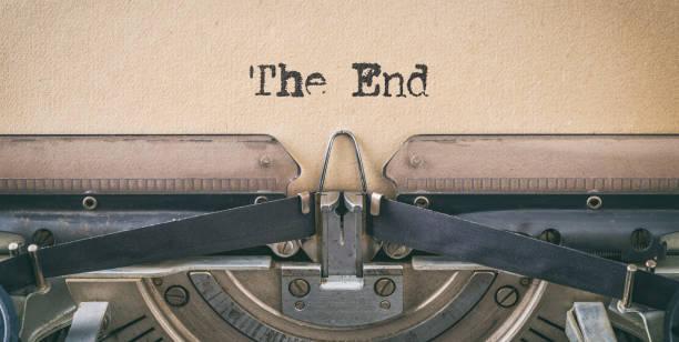 ヴィンテージタイプライターで書かれたテキスト - 終わり - 終わり ストックフォトと画像