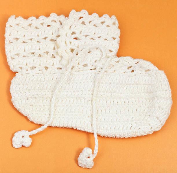 textile baby-stiefeletten - babyschuhe nähen stock-fotos und bilder