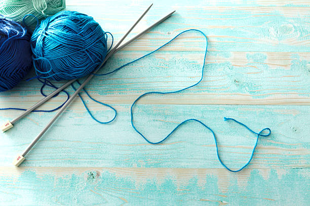 tessuto: lana blu - lavorare a maglia foto e immagini stock
