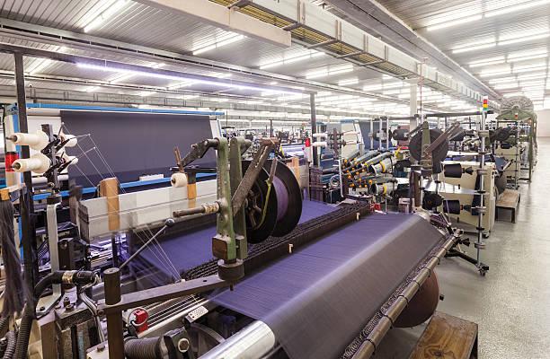 produkcji tkanin-tkanie - przemysł włókienniczy zdjęcia i obrazy z banku zdjęć