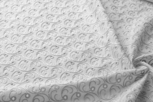 de achtergrond van de textuur van de stof. doek met gestanste cirkels. witte achtergrond. abstracte geometrische patroon van punten, lijnen. grafische moderne patroon. neutraal witte linnen stof achtergrond met een transparant canvas textuur close up - stickers met relief stockfoto's en -beelden