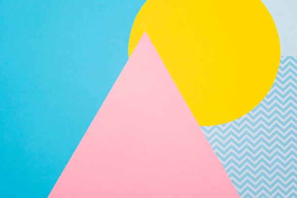tekstura tła moda niebieski, żółty i fioletowy papiery w stylu memphis geometrii. płaski lay, widok z góry. - pastelowy kolor zdjęcia i obrazy z banku zdjęć