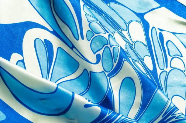 textur, hintergrund, muster. eine frau seidenes taschentuch. schal abstrakte muster, blaue muster auf weißem hintergrund, - druck chiffon stock-fotos und bilder