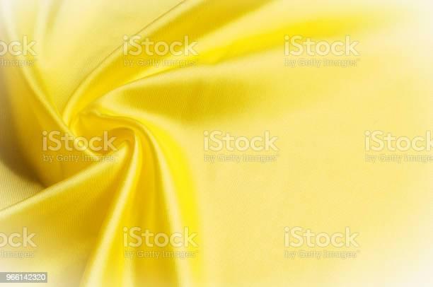 Текстура Фонового Шаблона Шелковая Ткань Желтая Ткань На Бла — стоковые фотографии и другие картинки Абстрактный