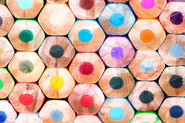textur der buntstifte - basteln mit zeitungspapier stock-fotos und bilder