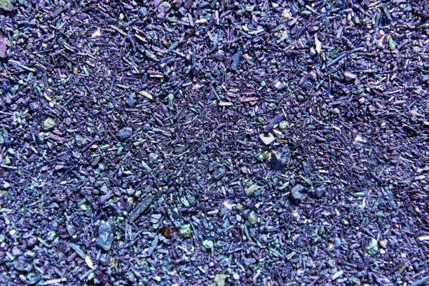 textuur van korrels en kristallen van kalium kaliumpermanganaat voor de achtergrond close-up. - kalium stockfoto's en -beelden