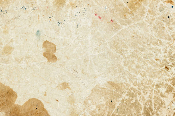 textura de papel viejo mohoso con manchas de suciedad, manchas, inclusiones celulosa, fondo de textura de cartón marrón, fondo vintage grunge - sepia imagen virada fotografías e imágenes de stock