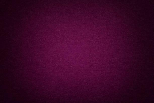 textur des alten lila papierhintergrund, nahaufnahme. struktur des dichten karton. - pflaumen wände stock-fotos und bilder