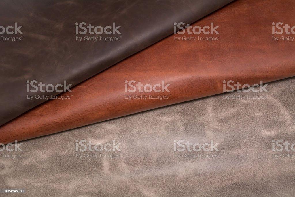 Textura de couro marrom de peças. Base de material natural - foto de acervo