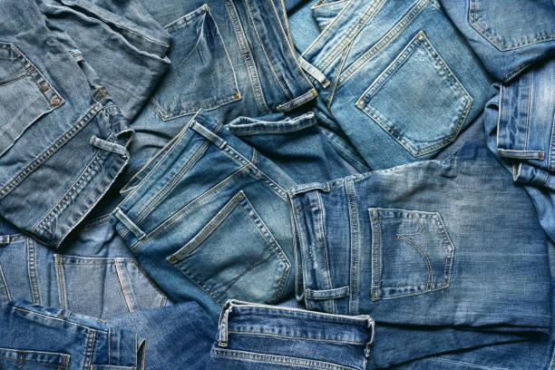 Strukturierter Hintergrund mit einer Vielzahl von Herren und Damen blaue Jeans. – Foto