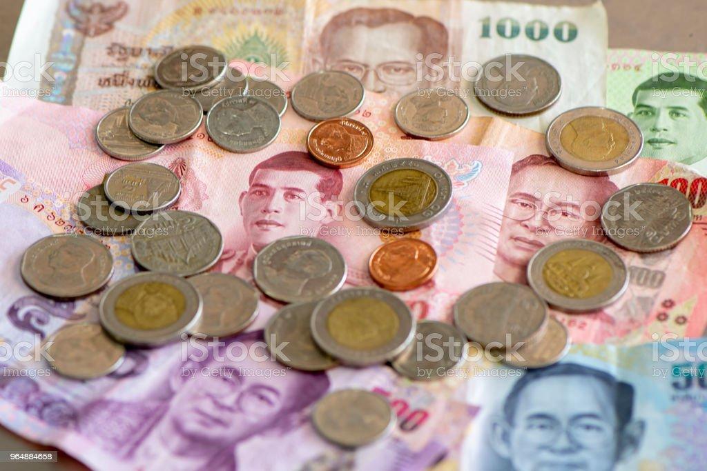 泰國浴,樁的紙幣與硬幣 - 免版稅付錢圖庫照片
