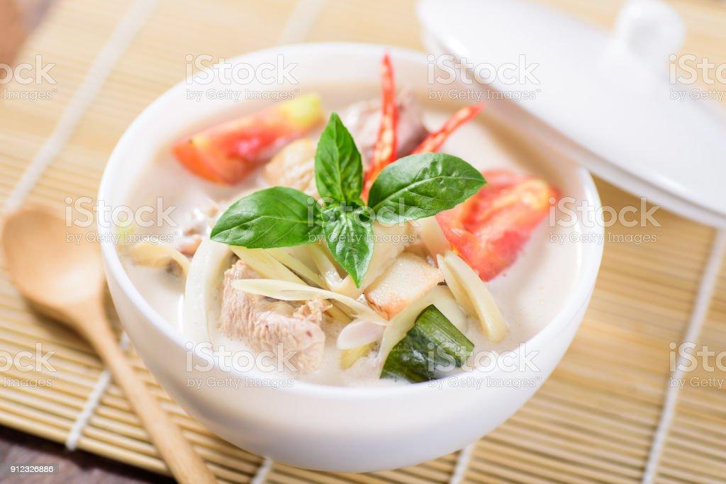 Thai Kokosmilch Suppe mit Huhn – Foto