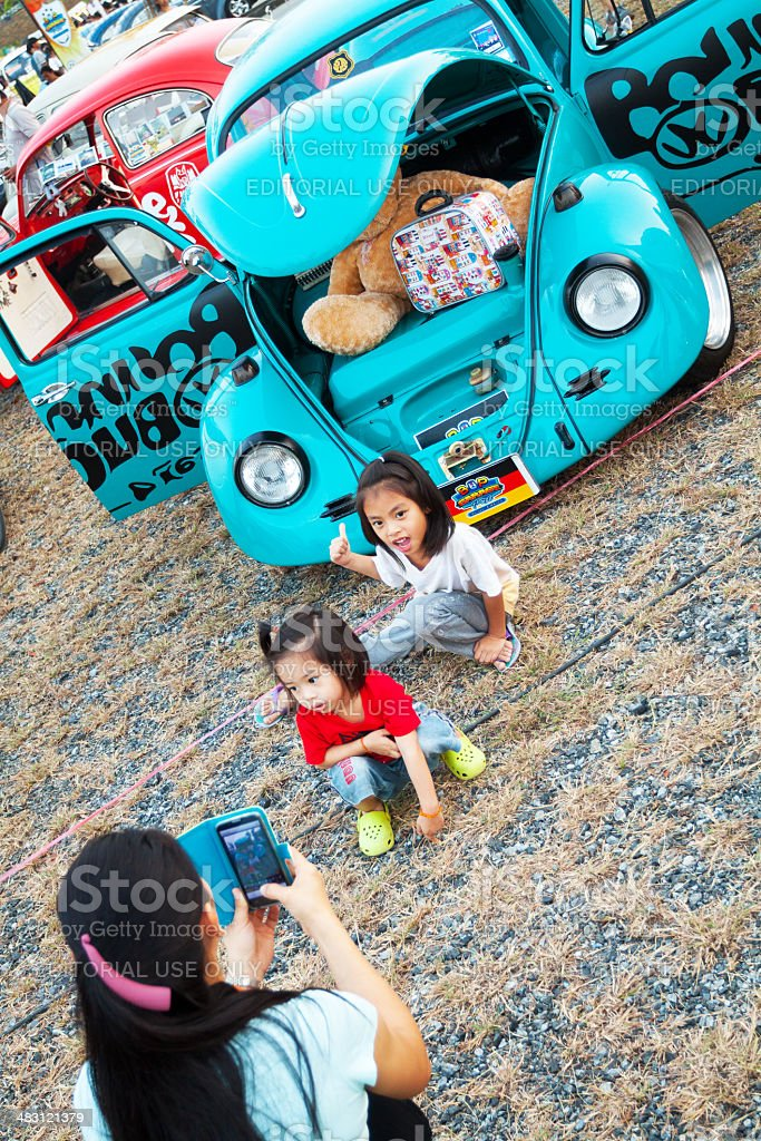 Thai girls and VW Beetle oldtimers stock photo