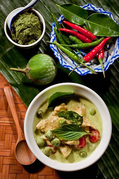 タイ風グリーンチキンカレー - タイ料理 ストックフォトと画像