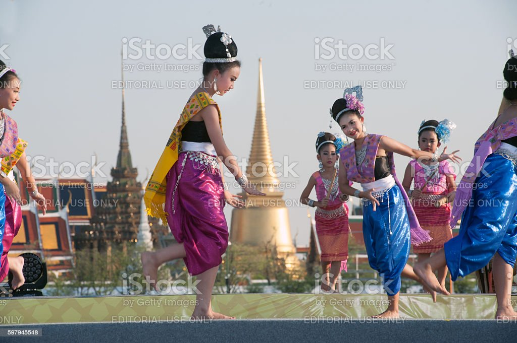 Thai group performing Thai music and Thai dancing. foto royalty-free