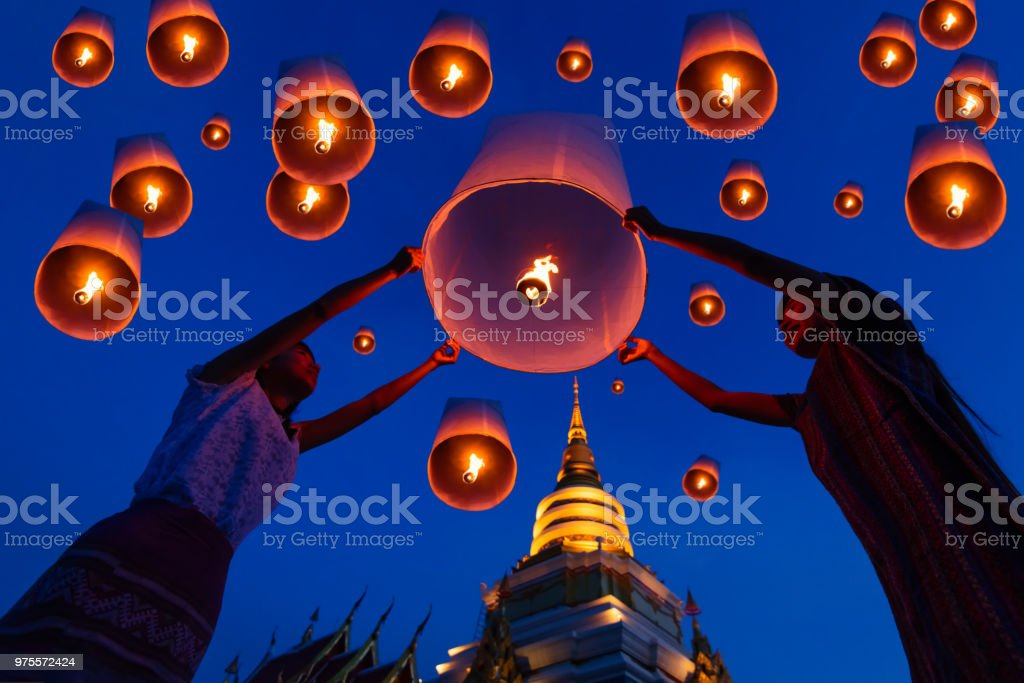 Thais schwebenden Lampe Yee Peng Festival. – Foto