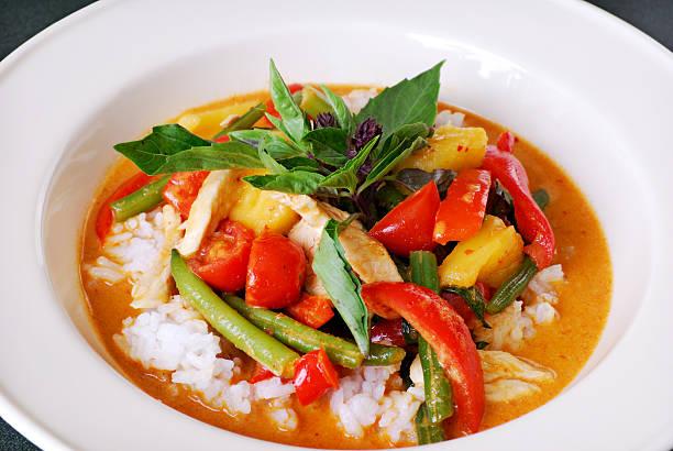 rotes thai-curry - curry reis stock-fotos und bilder