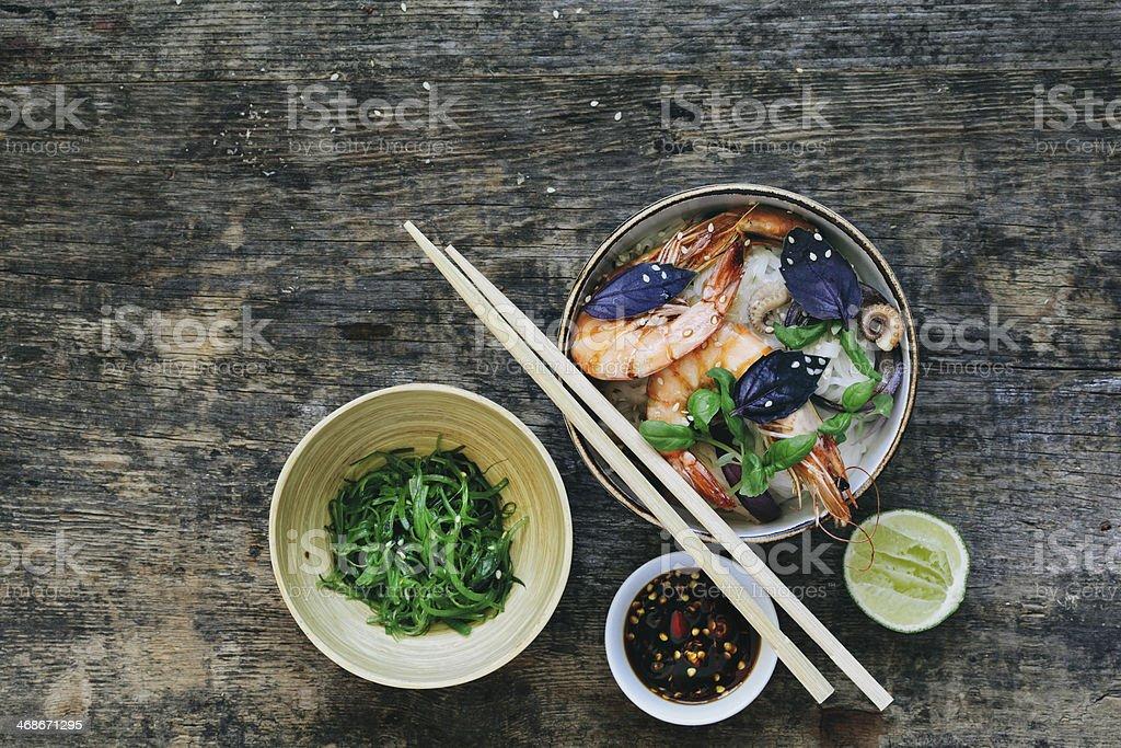 Thai fideos de arroz con camarones - foto de stock