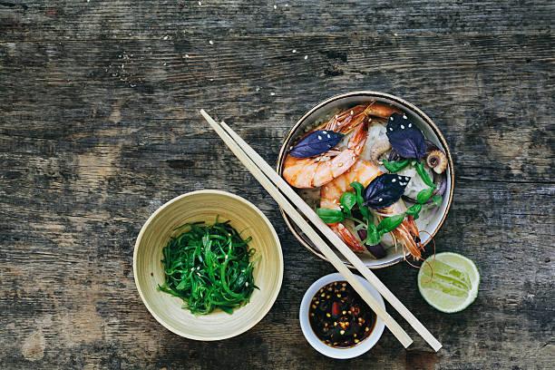 タイのライスヌードル、エビ - タイ料理 ストックフォトと画像