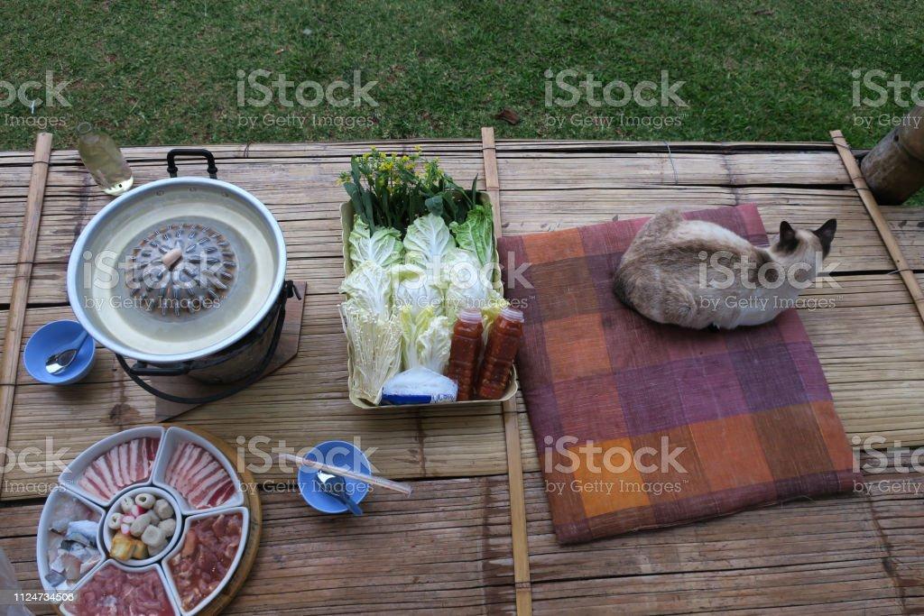 barra de estilo tailandés-b-q con humo en el norte de Tailandia - foto de stock