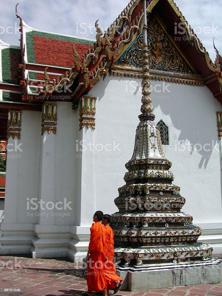 Tempio Thai con buddisti foto stock royalty-free