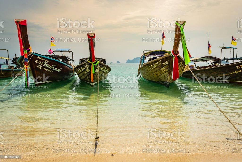Thai traditional wooden boats with ribbon decoration at ocean shore near Krabi, Thailand – zdjęcie