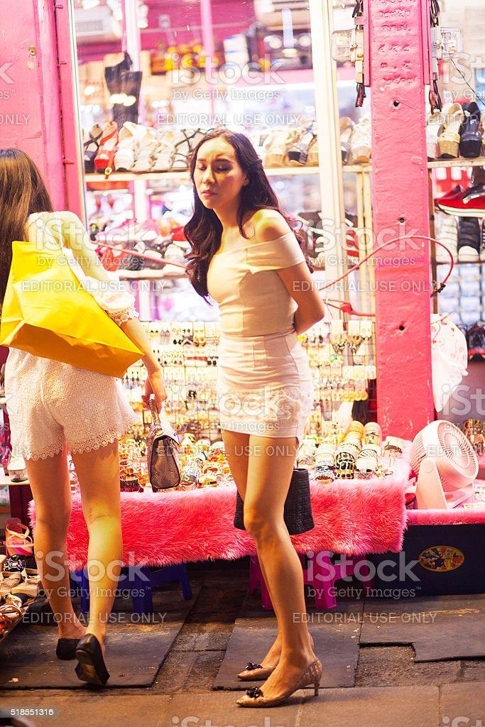 Fotografía de Transexual Tailandés En Vestido Blanco y más banco de ...