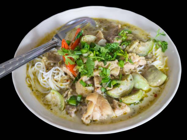 thai vermicelli chicken with green curry-1b - oli, aromi e spezie foto e immagini stock