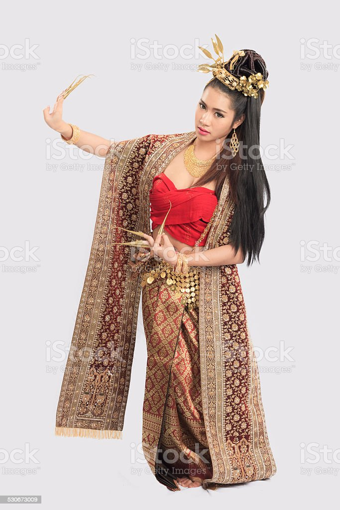 Thailandische Frau In Traditioneller Kleidung Von Thailand Stockfoto Und Mehr Bilder Von Aktivitaten Und Sport Istock