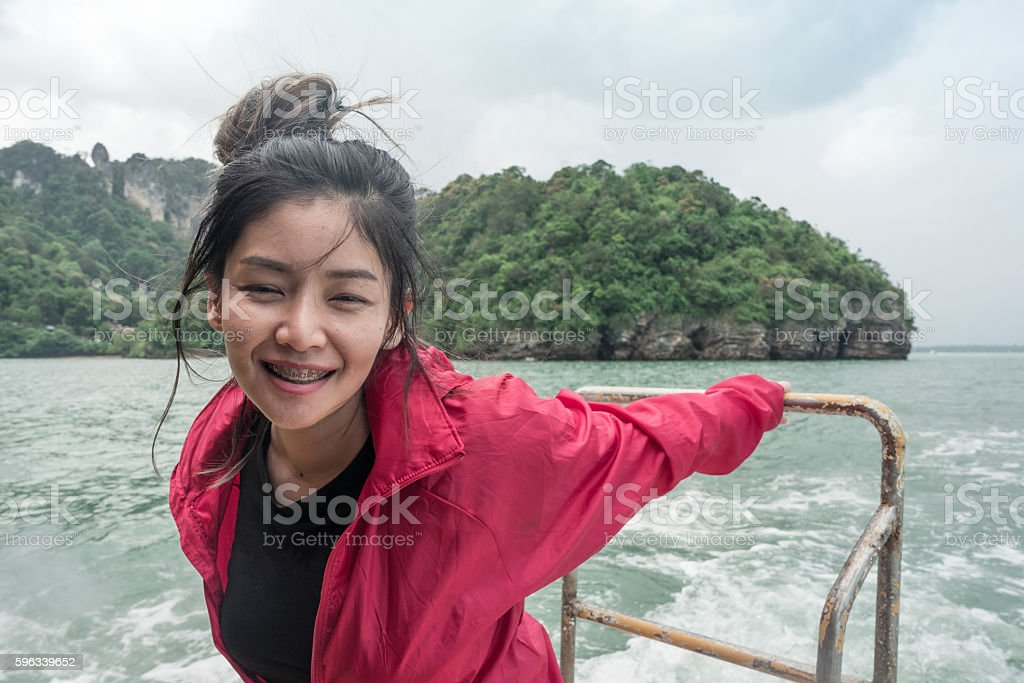 Thai woman on boat with sea and mountain background Lizenzfreies stock-foto