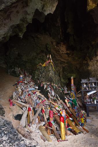 Tham Phra Nang Grot Stockfoto en meer beelden van Belichamen