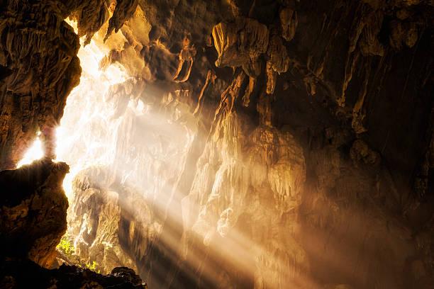 wat tham phu kham höhle eröffnung niederholer vieng, laos - vang vieng stock-fotos und bilder