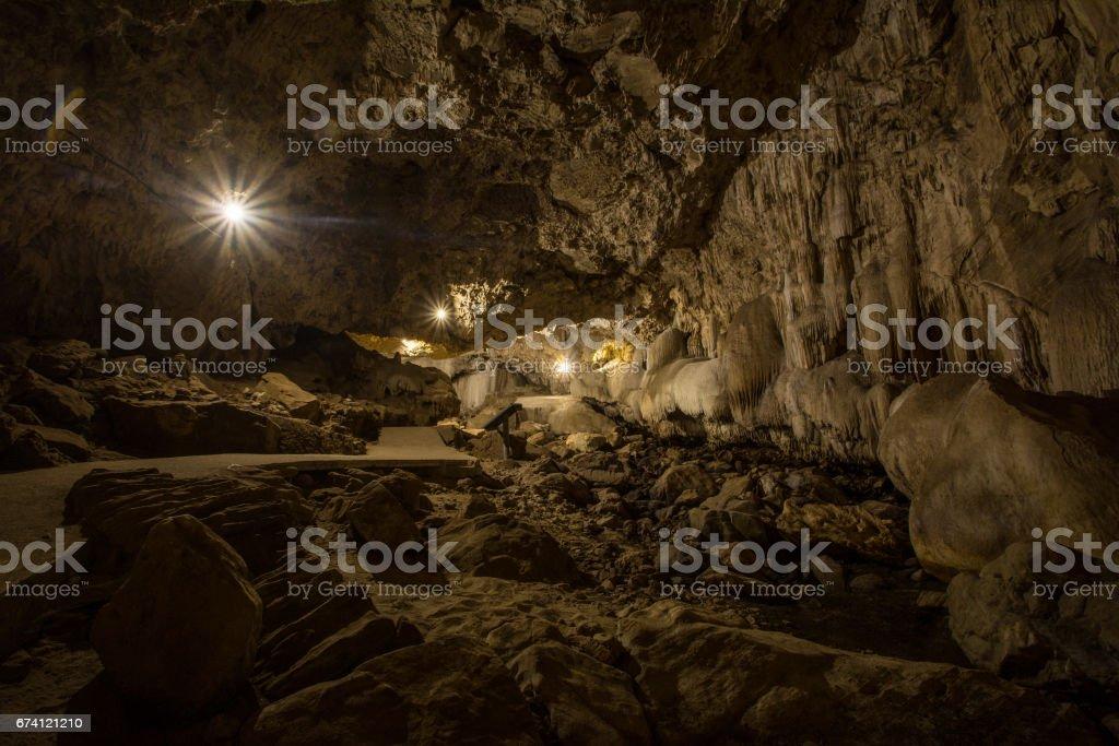 Tham Chaloem Rattanakosin 國家公園, 泰國北碧府的許多河內洞穴 免版稅 stock photo