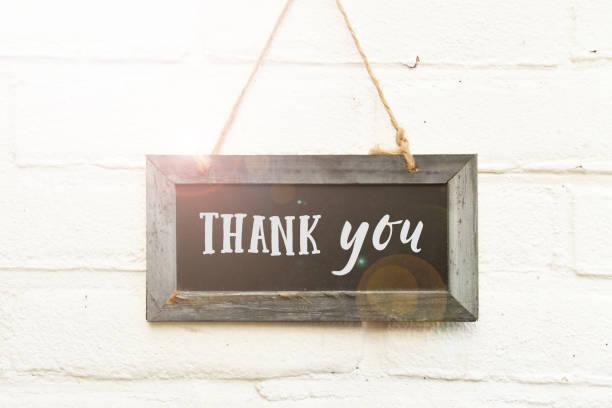 danke handschriftlicher text auf zeichen board karte - danke zitate stock-fotos und bilder