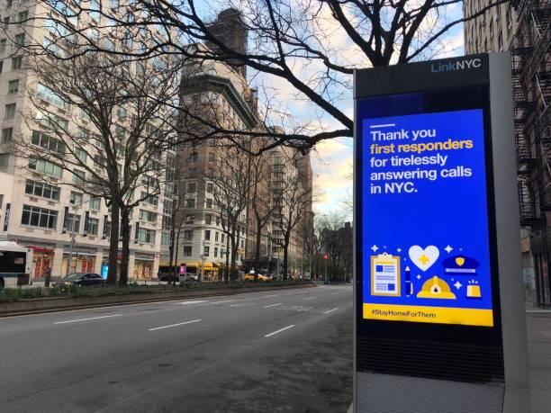 thanking first responders during covid-19 - first responders zdjęcia i obrazy z banku zdjęć