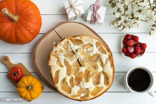istock Thanksgiving apple pie 1189774015