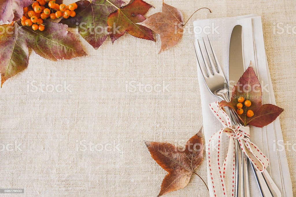 Thanksgiving autumn fall table setting copy space toning backgro foto royalty-free