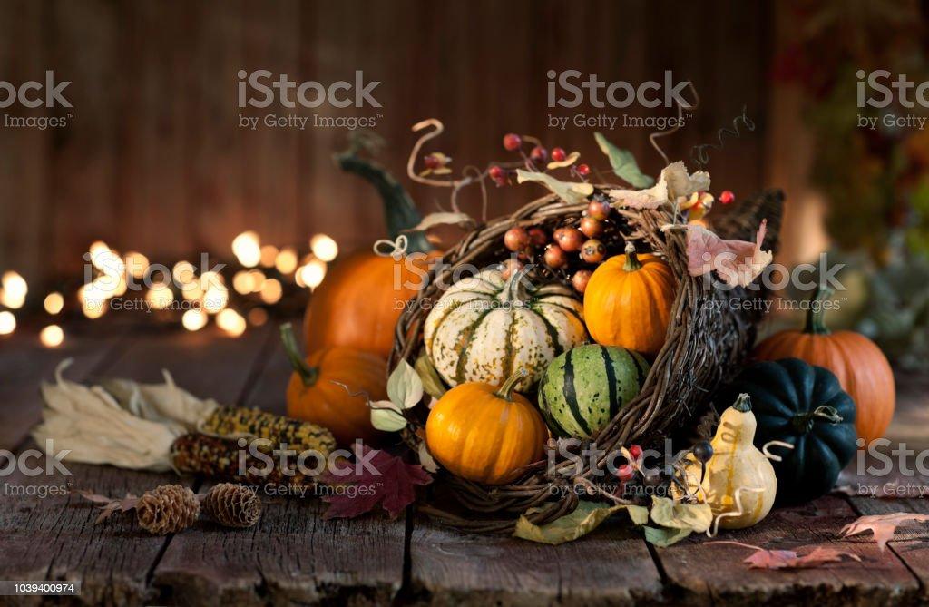 Erntedankfest im Herbst Ernte Kürbis Füllhorn – Foto
