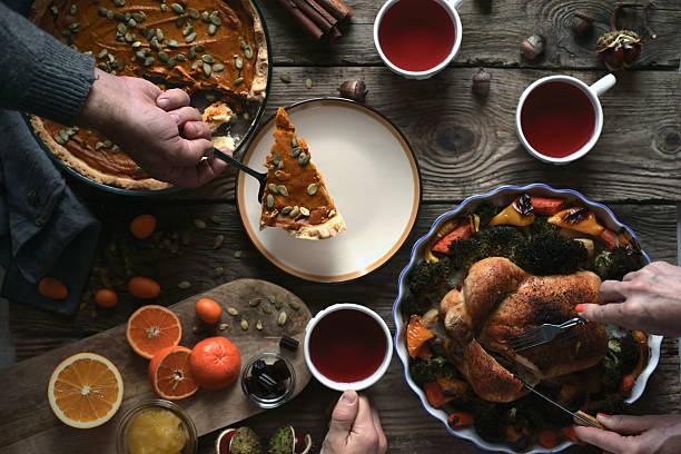 thanksgiving dinner on the wooden table top view - kastanienhonig stock-fotos und bilder