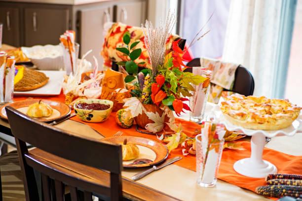 thanksgiving dinner - pumpkin pie стоковые фото и изображения