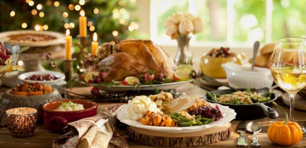 thanksgiving dinner table - thanksgiving dinner zdjęcia i obrazy z banku zdjęć
