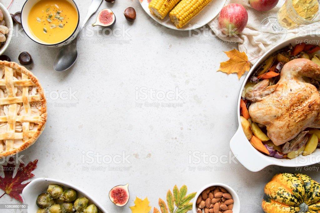 Thanksgiving dinner with chicken, apple pie, pumpkin soup brussel sprouts and fruits. - Zbiór zdjęć royalty-free (Bez ludzi)